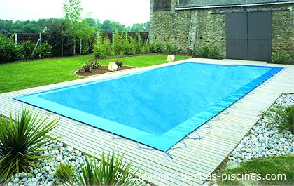 Évacuation de l'eau sur la bâche de piscine: filet