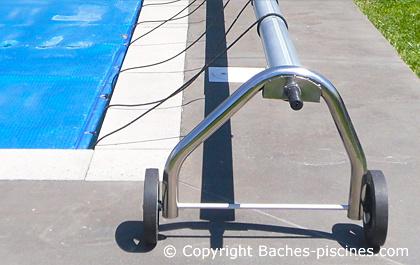 Enrouleur de couvertures piscines baches for Enrouleur bache piscine sur pied