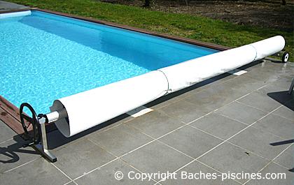 bache protection bache a bulle piscine. Black Bedroom Furniture Sets. Home Design Ideas