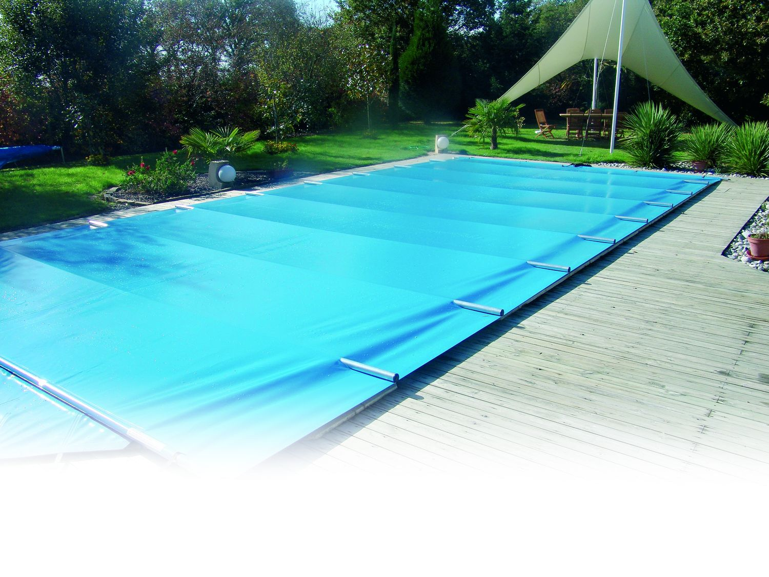 Couverture de piscine a barres 4 saisons la s curit for Bache a barre piscine motorise
