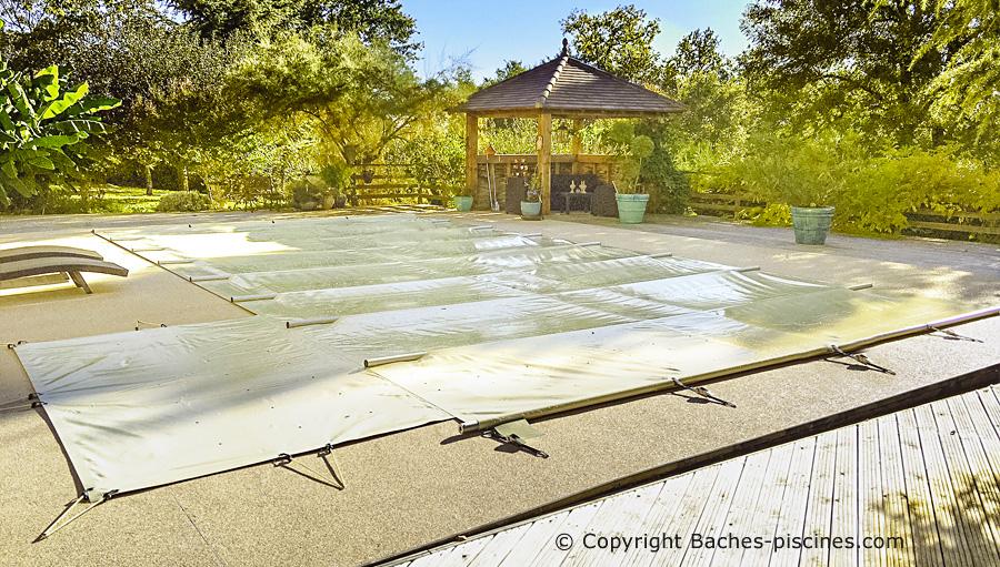 Couverture à barres de sécurité piscine