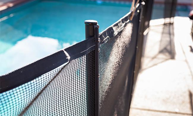 Cloture piscine démontable: protection