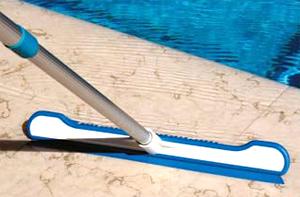 raclette brosse fond piscine
