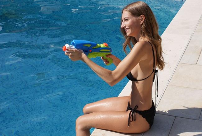 Jeux piscine: fusil à eau