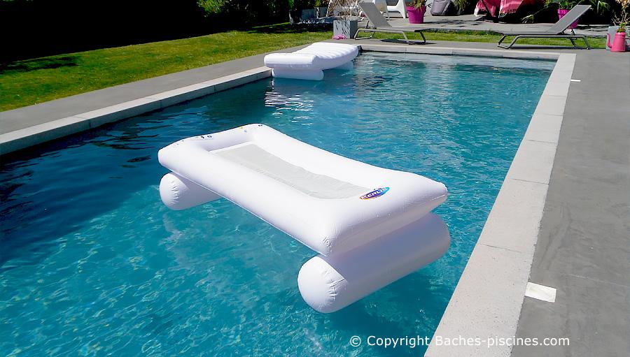 Siège et matelas de piscine